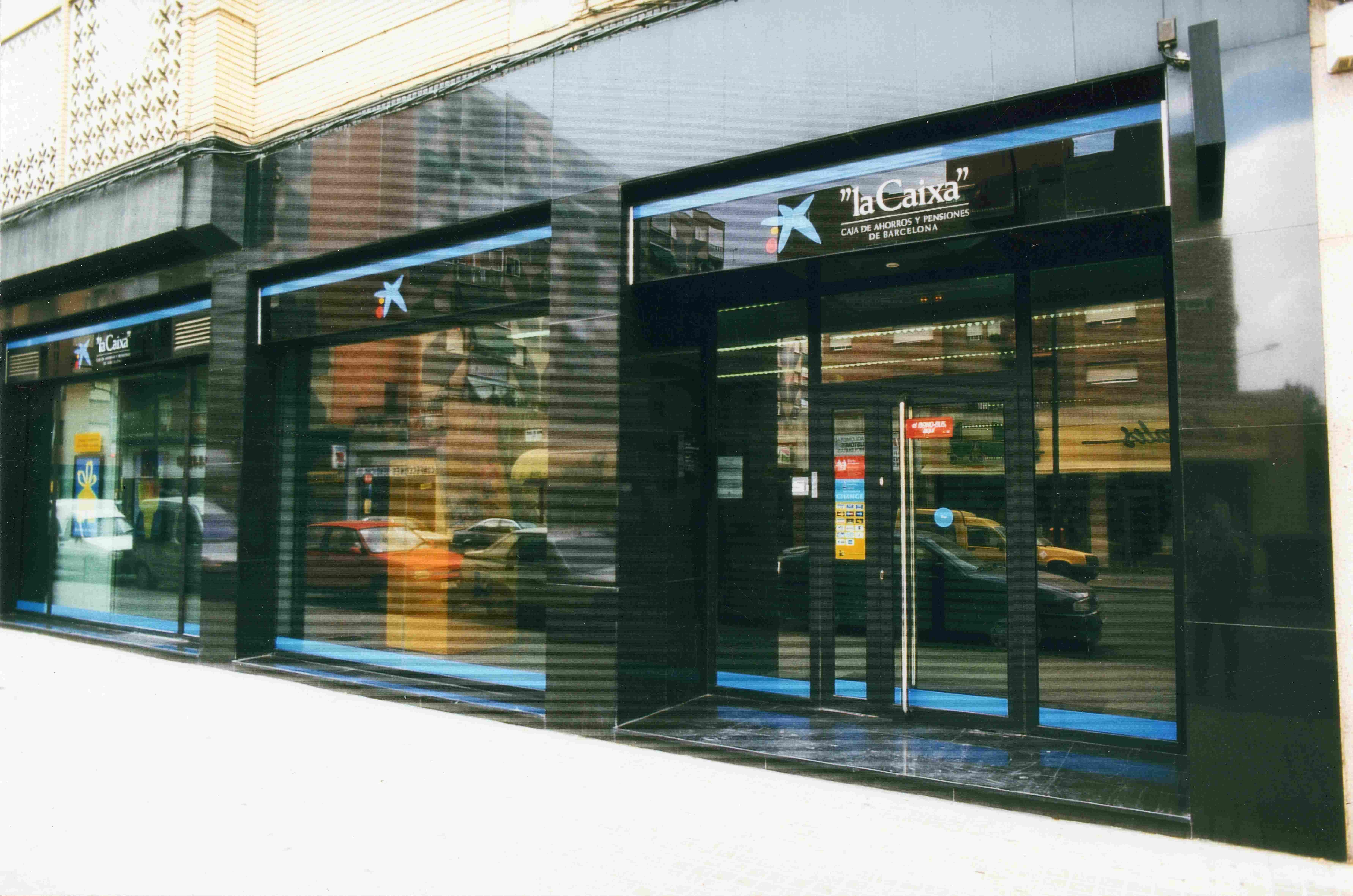 Caltesa trabajos en instalaciones comerciales y obras en for Oficinas la caixa zaragoza